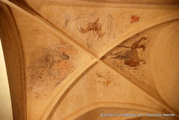 [NU904-2015-0019] 17 - Trizay - Prieuré Saint-Jean l'Évangéliste : Sur les voûtains du réfectoire, décor peint représentant les symboles de 4 évangélistes : L'aigle (Saint-Jean), le lion (Saint-Marc), l'ange (Saint-Matthieu) et le bœuf (Saint-Luc)