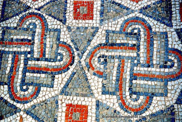 [RM_001-1960-16] Annaba (Hippo Regius) : Mosaïque (décor géométrique)
