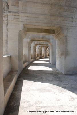 [NU001k-2018-0014] Arles (Arelate) - Amphithéâtre : Vue de la galerie extérieure du premier étage