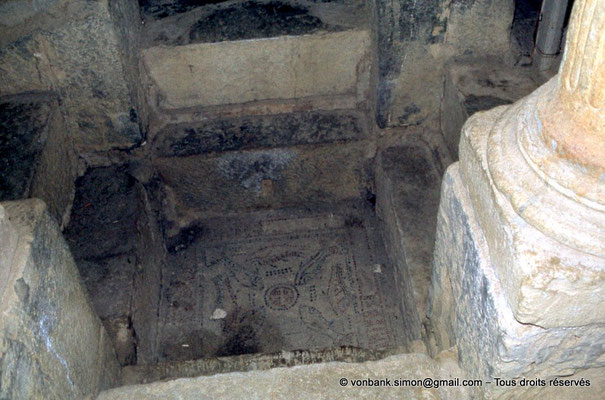 [020-1978-32] Djemila (Cuicul) : Baptistère - Cuve baptismale