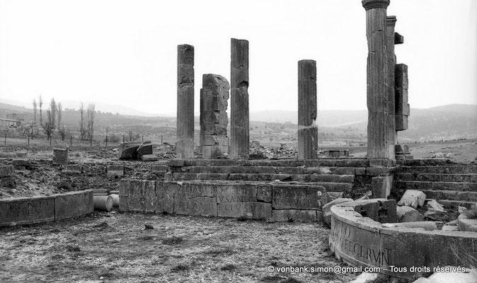 [NB010-1981-04] Lambèse (Lambaesis) : Asclépieium - Temple d'Esculape et ses deux chapelles latérales