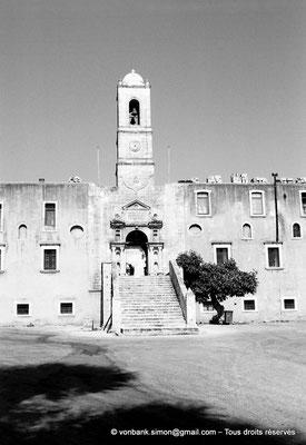 [C008-2004-25a] Agia Triada : Entrée principale du monastère