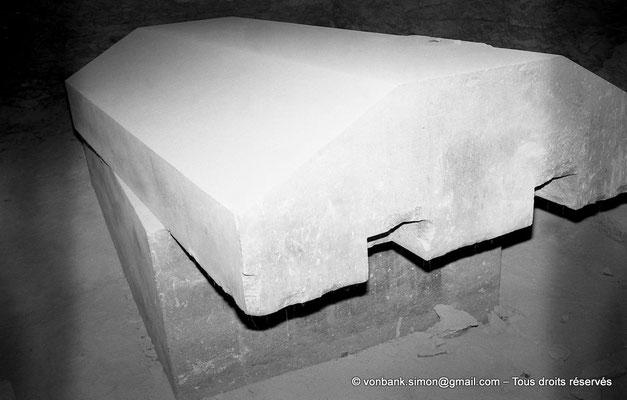 [NB085-1981-55] Saqqara - Serapeum : Cuve et son couvercle