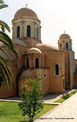 [C008-2004-24] Agia Triada : Vue partielle de l'arrière du catholicon