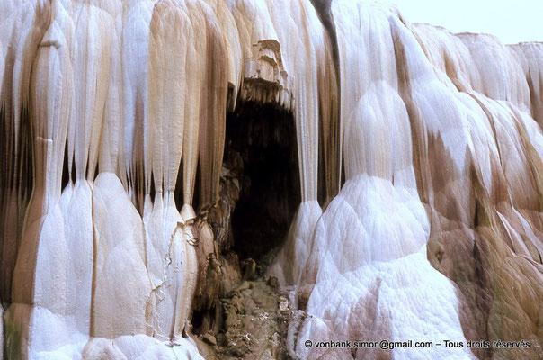 [018-1978-37] Hammam Meskoutine (Aquae Thibilitanae) : Cascade pétrifiée