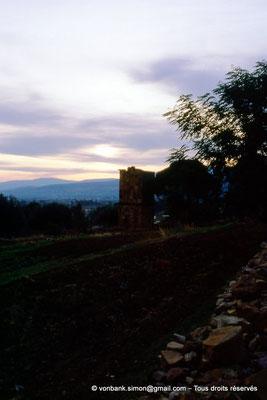 [006-1983-23] Sidi Ali-Bel-Kassem (Thuburnica) : Mausolée anonyme au soleil couchant