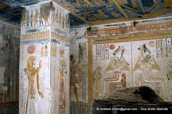 [066-1981-26] KV 9 Ramsès VI : Ramsès VI - ? (pilier), puis Ramsès VI - Osiris - Osiris (détail, salle hypostyle)