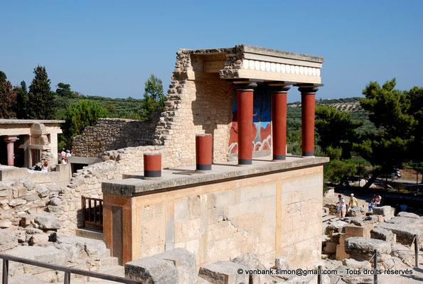 [NU905-2011-160] Cnossos (Crète) : Entrée Nord avec les vestibules à colonnes partiellement reconstitués