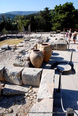 [NU905-2011-155] Cnossos (Crète) : Pithoi (grandes jarres)