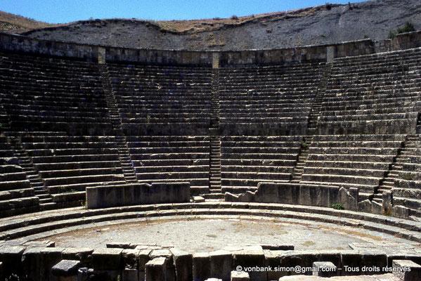 [070-1978-04] Djemila (Cuicul) : Théâtre - Cavea, orchestra, scène et son mur