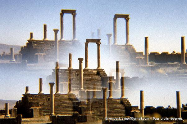 [010-1978-25] Timgad (Thamugadi) : Temple du Génie de le Colonie (via filtre prismatique)