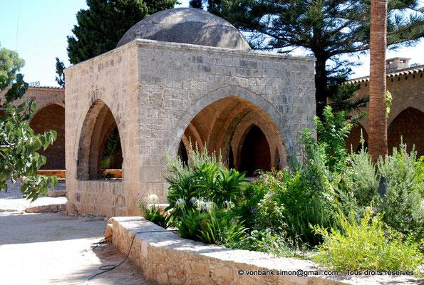 [NU900-2012-0147] Agia Napa : Fontaine octogonale surmontée d'un dôme de pierre (XVI°)