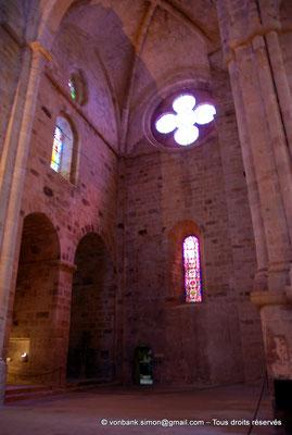 [NU002f-2016-0383] 11 - Fontfroide : Intérieur de l'église abbatiale