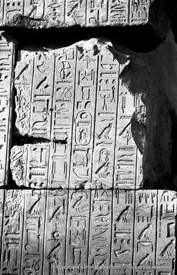 [NB074-1973-16] Karnak - Ipet-Sout : Textes de la jeunesse de Thoutmôsis III (Annales)
