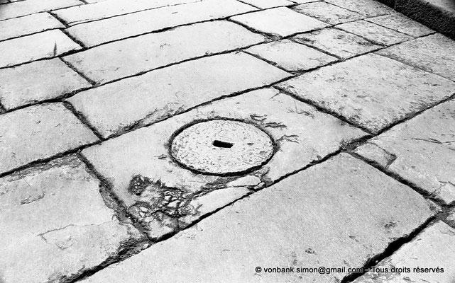 [NB038-1978-30]Timgad (Thamugadi) : Plaque de tout-à-l'égout