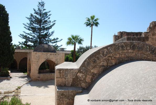 [NU900-2012-0176] Agia Napa : Fontaine octogonale surmontée d'un dôme de pierre (XVI°)