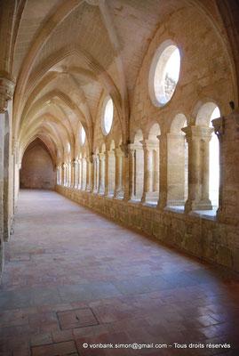 [NU001-2017-567] 34 - Villeveyrac - Valmagne : Cloître - Galerie Ouest (vue en direction du Nord)