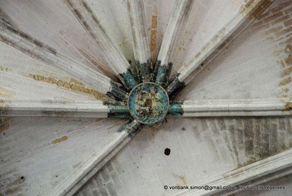 [NU001-2017-547] 34 - Villeveyrac - Valmagne : Clef de voûte du Chœur représentant le Couronnement de la Vierge