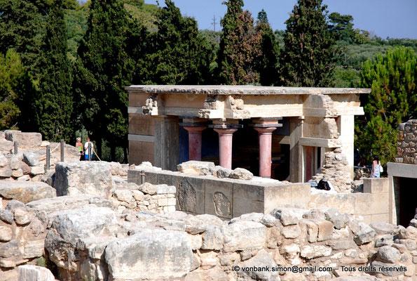 [NU905-2011-163] Cnossos (Crète) : Entrée Nord avec l'un des vestibules à colonnes partiellement reconstitué