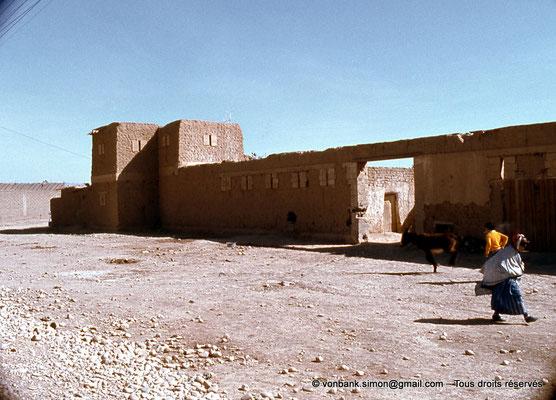 [021-1979-05] Sidi Okba - Les abords