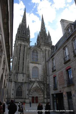 [NU002k-2016-0004] 29 - Quimper - Cathédrale Saint-Corentin : Façade occidentale (vue partielle prise depuis la rue Kéréon)