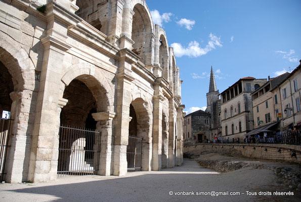 [NU002b-2016-0249] Arles (Arelate) - Amphithéâtre : Vue partielle de la façade Ouest