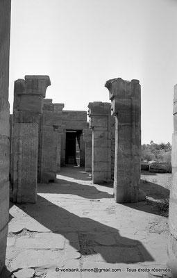 [NB075-1973-48] Karnak - Temple de Ptah : Depuis la Porte B, enfilade des portes C-D-E-F