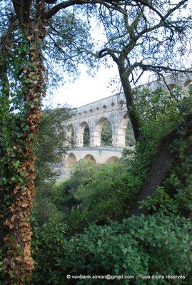 [NU001j-2018-0023] Nîmes (Nemausus) - Pont du Gard : Façade orientale (vue partielle)