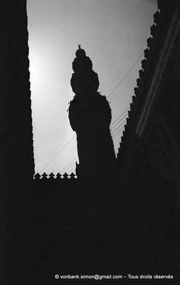 [NB072-1973-40] Le Caire - Mosquée Al-Azhar : Minaret visible depuis l'intérieur de la Porte des barbiers