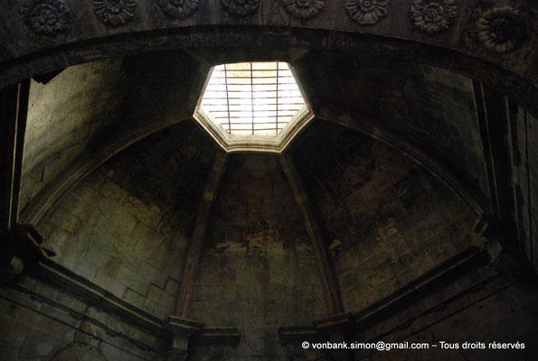 [NU001i-2018-0029] Arles - Les Alyscamps : Eglise Saint-Honorat - Coupole de la chapelle de Notre-Dame de Grâce (XVII° siècle)
