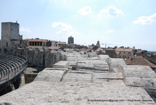 [NU001k-2018-0024] Arles (Arelate) - Amphithéâtre : Extrados des arcades supérieures