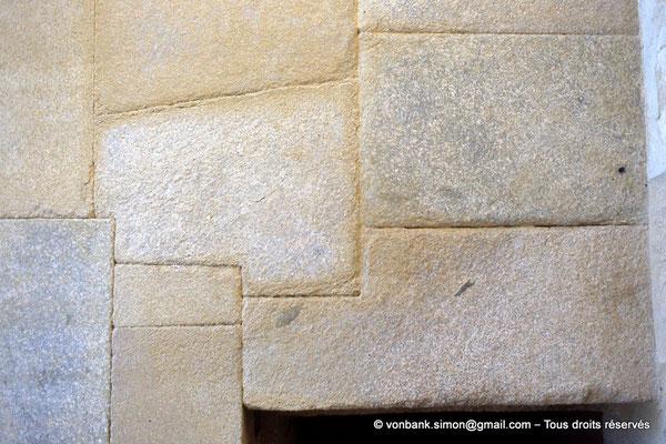 [068-1981-11] Gizeh - Khéphren : Aperçu d'un mur du Temple de la vallée - Pierres en granit poli parfaitement assemblées et jointoyées (détail)