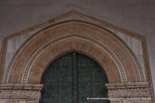 [NU906-2019-1685] Santa Maria Nuova (Monreale) : Partie supérieure du portail principal (Portes de bronze, Bonanno Pisano XII°)