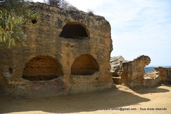 [NU906-2019-1550] Agrigente - Mur d'enceinte méridional transformé en nécropole paléochrétienne (IV° - VII° siècle)