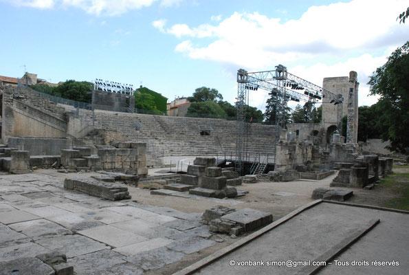 [NU001i-2018-0037] Arles (Arelate) - Théâtre : Cavea, scène et ruines du mur de scène