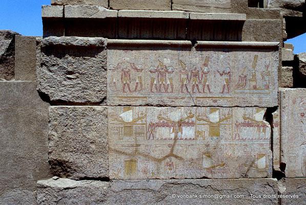 [068-1981-24] Karnak - Ipet-Sout : Registres supérieurs : Purification, Imposition d'une couronne, Montée royale, Imposition d'une couronne - Registres inférieurs : Procession (Chapelle de Philippe Arrhidée, face Sud)