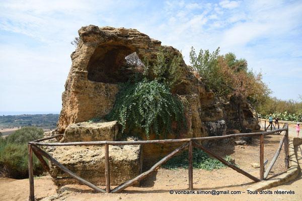 [NU906-2019-1552] Agrigente - Mur d'enceinte méridional transformé en nécropole paléochrétienne (IV° - VII° siècle)