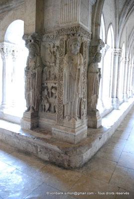 [NU001i-2018-0070] 13 - Arles - Saint-Trophime - Cloître : Pilier de l'angle Nord-Ouest - Saint Pierre, Saint Trophime et Saint Jean l'évangéliste