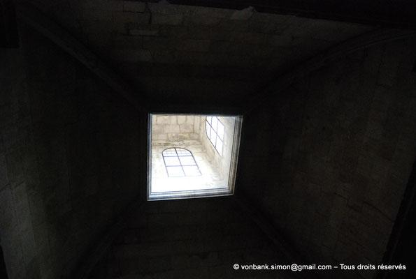 [NU001i-2018-0022] Arles - Les Alyscamps : Eglise Saint-Honorat - Chapelle d'Oraison (Lanterneau)