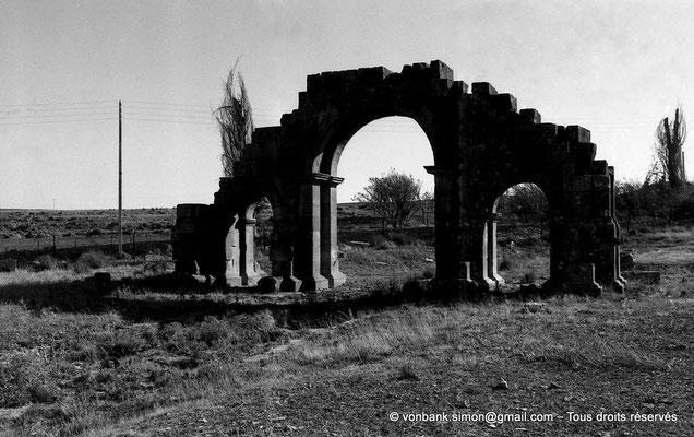 [NB017-1981-35] Lambèse (Lambaesis) : Arc de Septime Sévère et de Caracalla