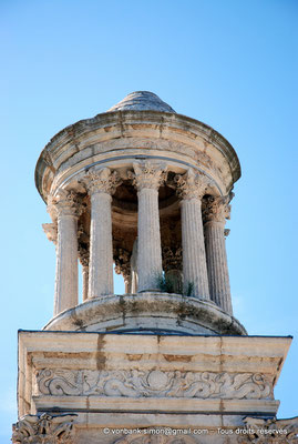 [NU002c-2016-0198] Glanum - Les Antiques : Partie supérieure du mausolée des Julii (Tholos : petit temple rond à colonnes)