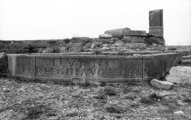 "[NB010-1981-05] Lambèse (Lambaesis) : Asclépieium - Chapelle latérale droite ""Silvanus Pegasianus"""