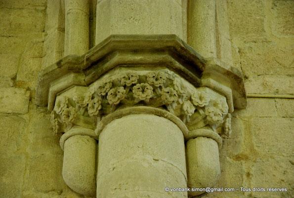 [NU003-2017-081] 13 - La Roque d'Anthéron - Abbaye de Silvacane : Le réfectoire (XV° siècle) - Chapiteau