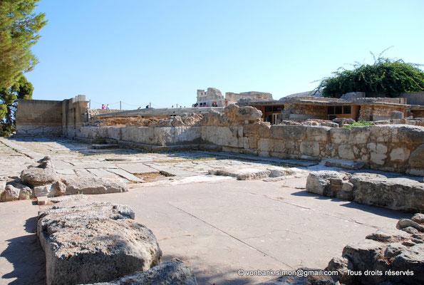 [NU905-2011-150] Cnossos (Crète) : Cour pavée de l'entrée occidentale