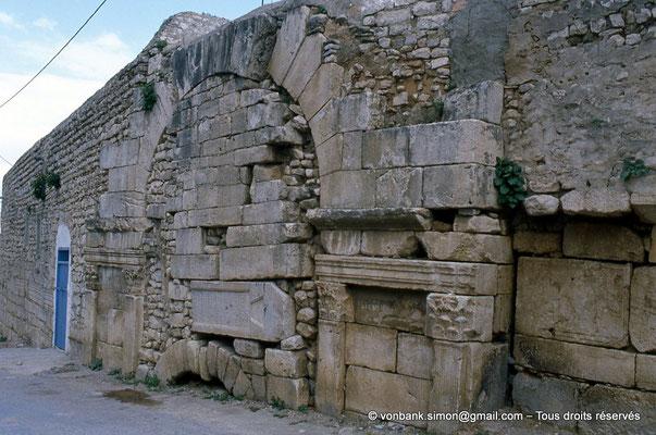[009-1985-10] Teboursouk (Thubursicum Bure) : Citadelle byzantine - Porte Nord murée et intégrée dans la muraille byzantine