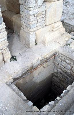 [003-1983-15] Zanfour (Assuras) : Mausolée - Puits d'accès au caveau