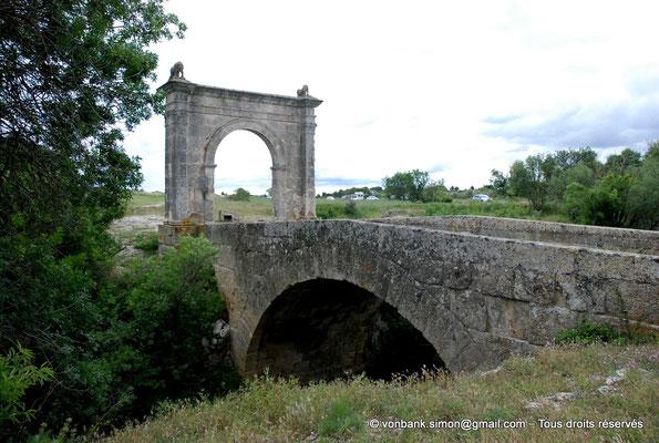 [NU001h-2018-0016] Saint-Chamas - Pont Flavien