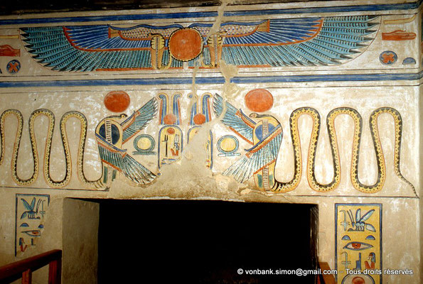 [064-1981-24] QV 55 Amonherkhépshef : Déesses Ouadjet et Nekhbet sous l'apparence de cobras