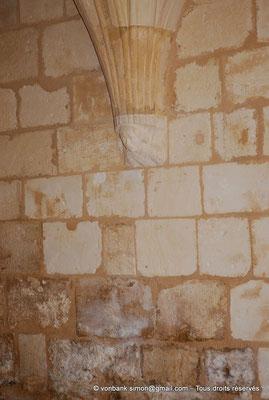 [NU904-2015-0007] 17 - Trizay - Prieuré Saint-Jean l'Évangéliste : Salle capitualire (XIII°) (cul-de-lampe)