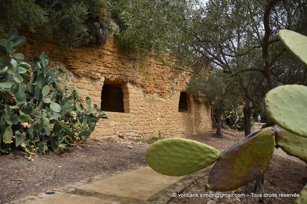 [NU906-2019-1572] Agrigente - Mur d'enceinte méridional transformé en nécropole paléochrétienne (IV° - VII° siècle)